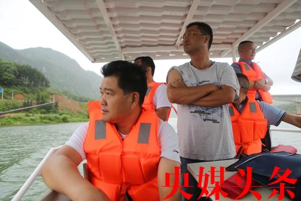 新化县河长办联合多部门巡河执法